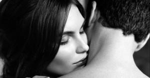 woman-smelling-man-1